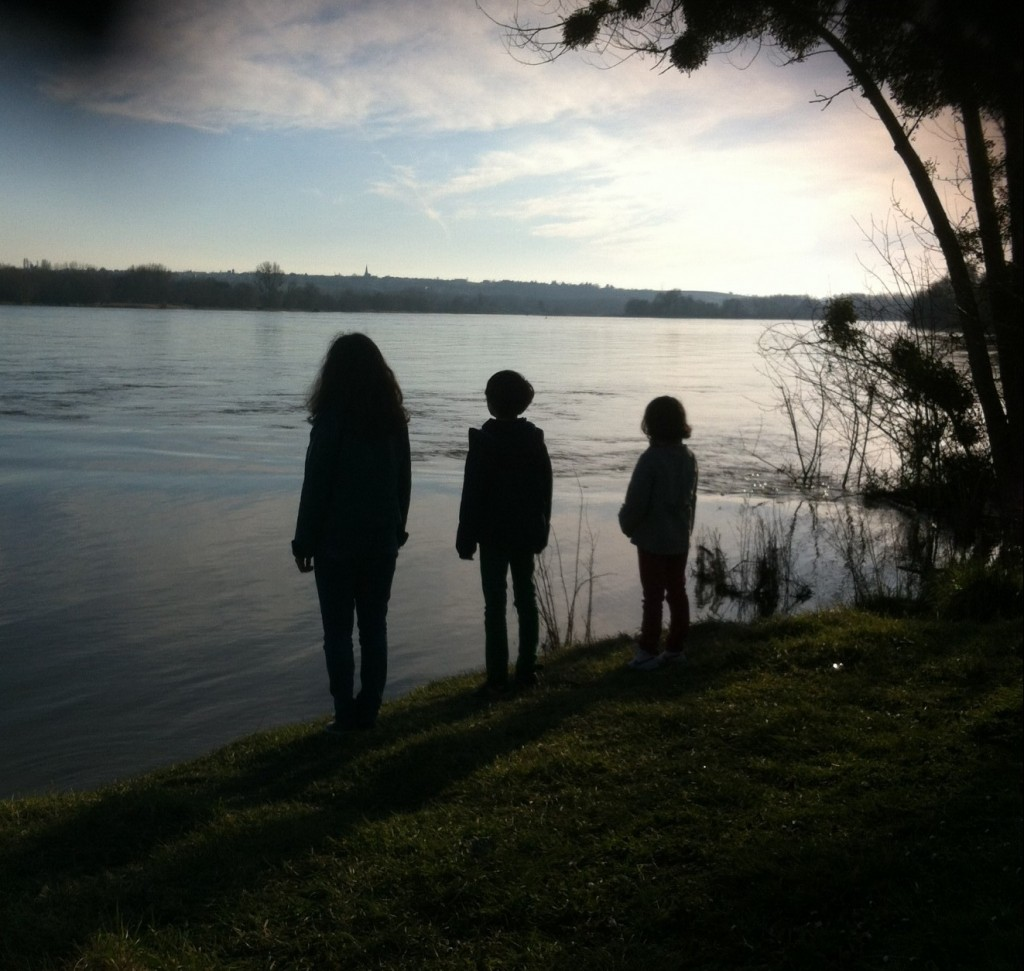 Trois loupiots en contemplation…